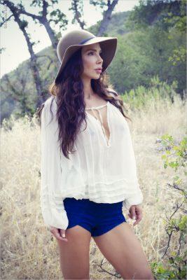 Yvette Nelson in Malibu Hills